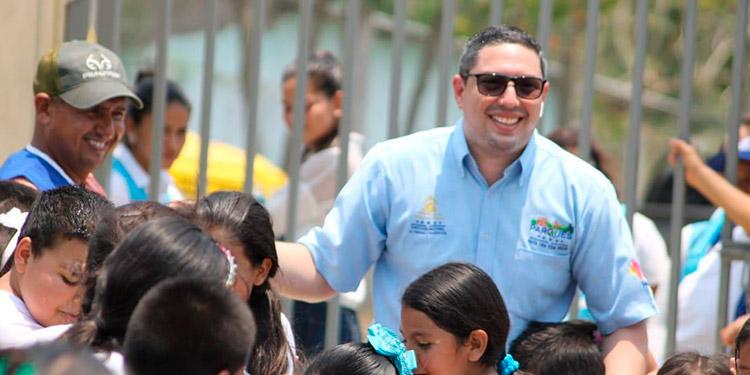Max González en su faceta de los parques a favor de los niños.