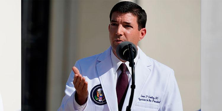 """Trump """"no está fuera de peligro"""" pese a salir del hospital, dice su médico"""