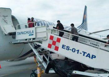 México deporta por la vía aérea a 136 migrantes hondureños