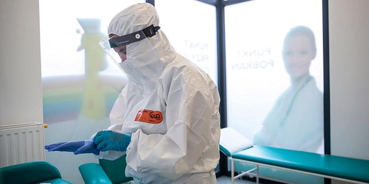 Registran la primera muerte del mundo por reinfección de COVID-19