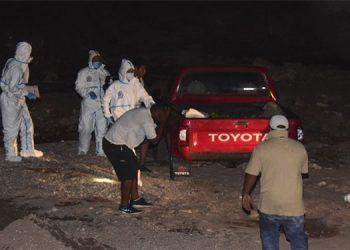 Al lugar del hecho llegaron parientes de las víctimas, si bien anoche agentes policiales seguían indagando para confirmar su identidad.
