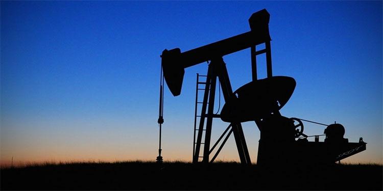 Precios del petróleo caen tras positivo de Trump a coronavirus