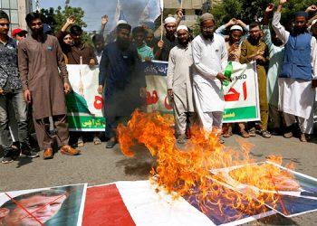 Miles de musulmanes protestan contra caricaturas francesas