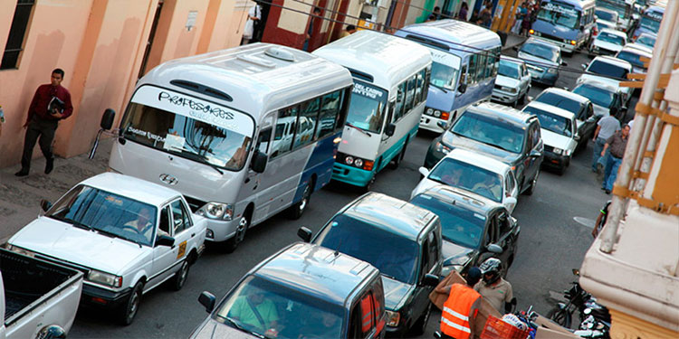 Analizan exonerar pago de tasa vehicular en transporte