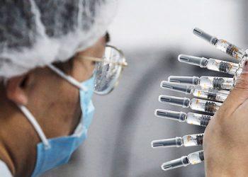 China prueba vacuna en 60 mil personas sin efectos adversos, dice funcionario