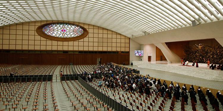 Vaticano suspende audiencias con público debido a COVID-19