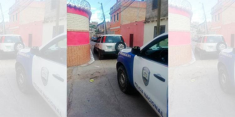 Recuperan vehículo robado de un estacionamiento comercial en la capital