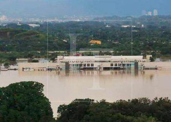 Reabren el aeropuerto 'Ramon Villeda Morales' tras inundación