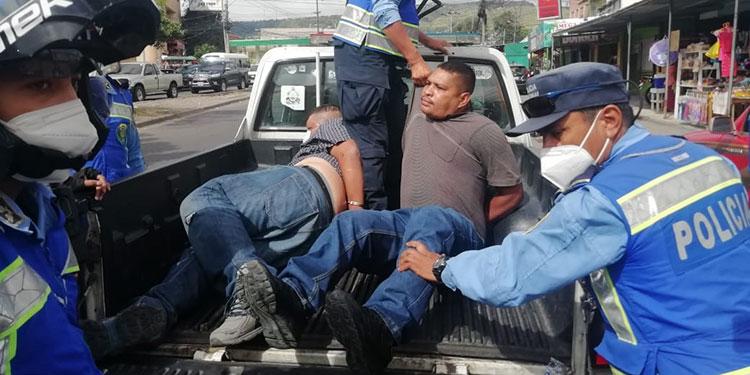 Caen dos maleantes tras asaltar a pastor