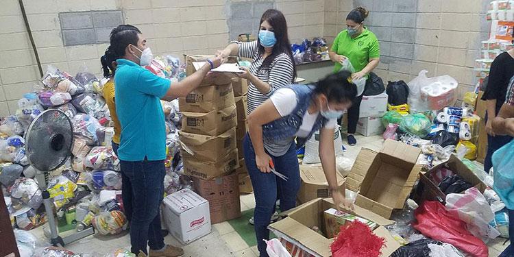 Las instalaciones de Radio Paz sirven como centro de acopio para la recolección de víveres.