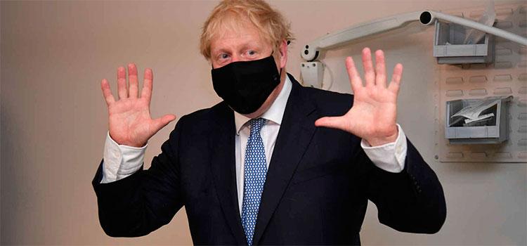 Ante cierre de fronteras por el virus, Johnson tranquiliza sobre el aprovisionamiento