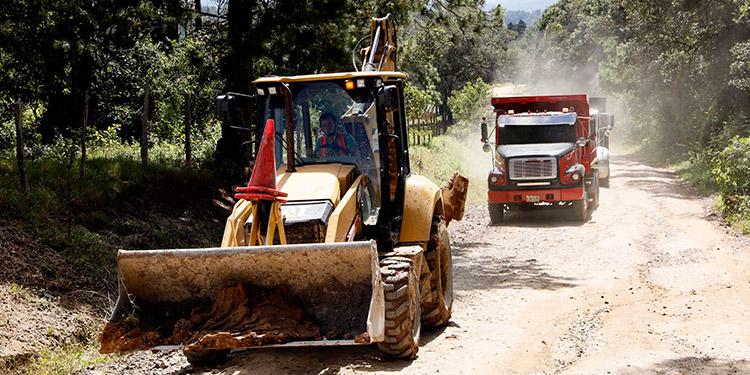 Maquinaria del gobierno inició los trabajos de limpieza para rehabilitar las vías en San Francisco de Opalaca.