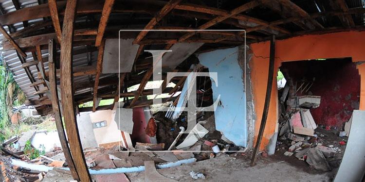 En la colonia El Reparto por Arriba se produjeron deslizamientos que hicieron ceder las paredes de varias viviendas.