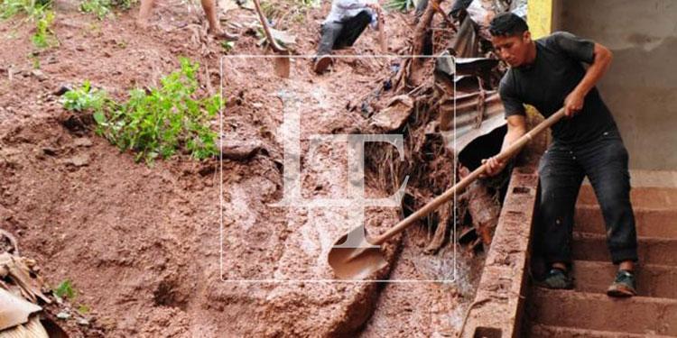 Los habitantes de la colonia Villa Nueva, al oriente de la capital, lamentaron que las lluvias provocaron derrumbes.