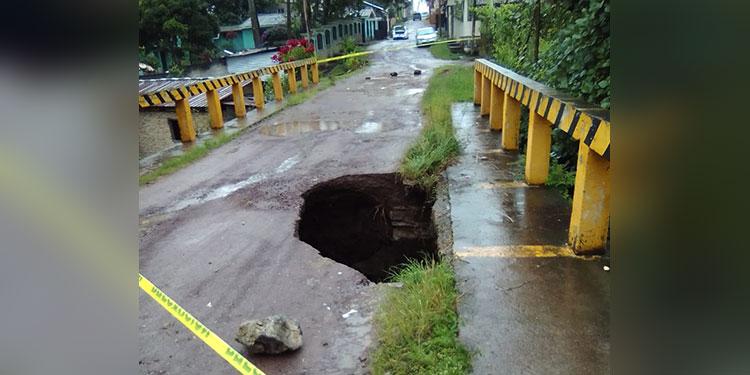 Colapsado puente en barrio San Antonio
