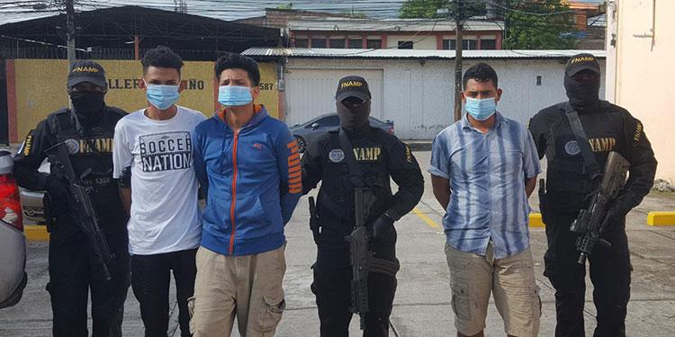 Tres detenidos con fusil AR-15 y droga