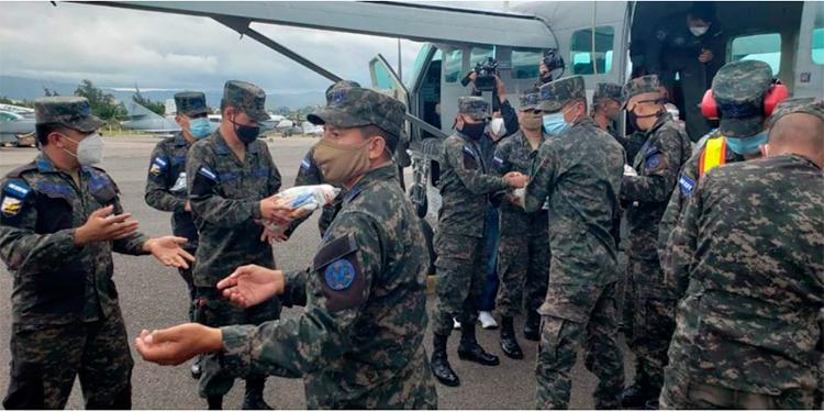 Copeco y FAH llevan viveres a afectados por lluvias en La Mosquitia