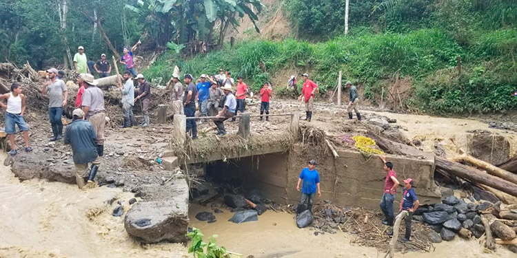 En la comunidad de El Rosario, en la jurisdicción de Danlí, unas 70 familias quedaron incomunicadas.
