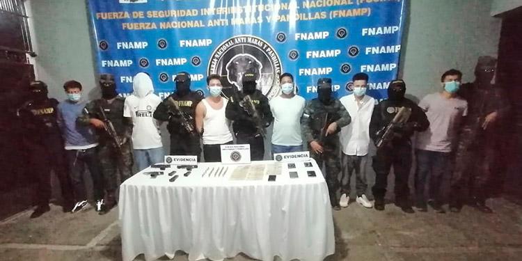 Los seis detenidos fueron remitidos al juzgado por el delito de extorsión y portación ilegal de armas.