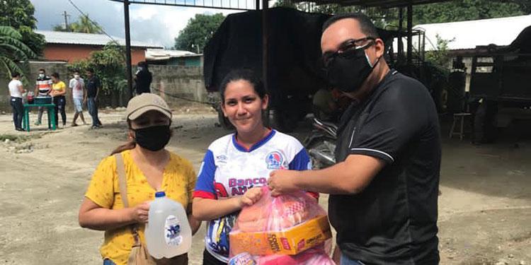 La asistencia entregada contiene una canasta básica de alimentos.