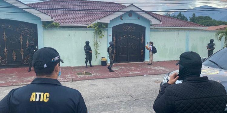 Realizan operativos para incautar bienes al clan Barralaga