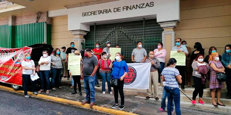 Empleados del INA protestan en exigencia a un reajuste salarial