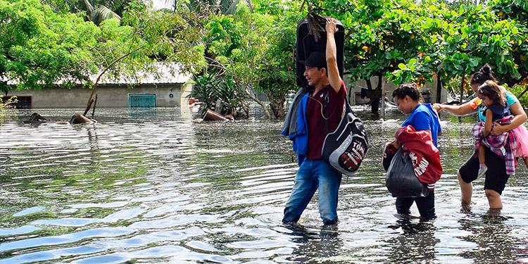Honduras, entre inundados y los que comienzan a levantarse de la tragedia
