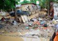 La tormenta tropical Iota dejó las calles de la colonia La Planeta invadidas por toneladas de basura y lodo.