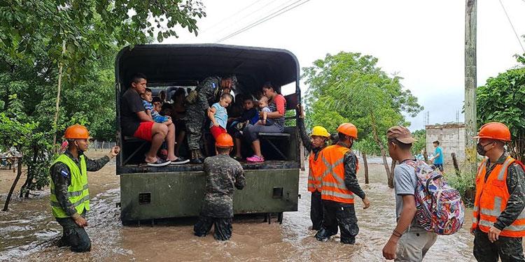 Retorno de familias a casas, mientras otras son evacuadas