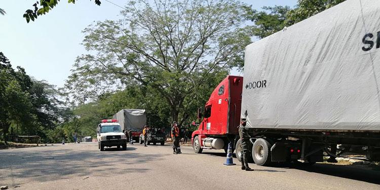 Un fuerte contingente militar trasladó y se prepara para participar en la instalación del hospital móvil de Santa Rosa de Copán.