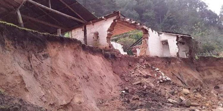 En el municipio de San Manuel de Colohete, Lempira, murieron ocho personas en derrumbes ocurridos en la zona.