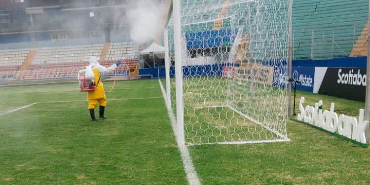 """Saprissa jugará contra Marathón en una cancha hecha leña, dice medio """"tico"""""""