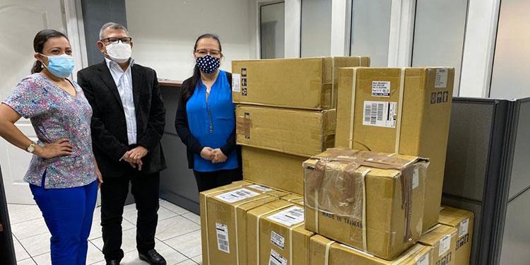 La Sesal finalizó el proceso de desaduanaje de 133 oxímetros, donados por la fundación internacional Lifebox.