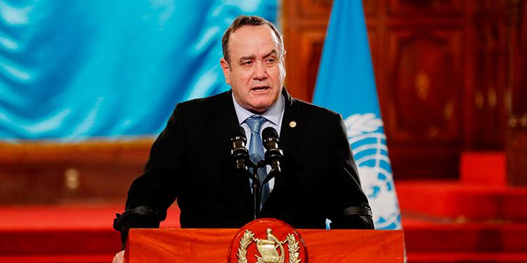 Vicepresidente pide a mandatario guatemalteco renunciar