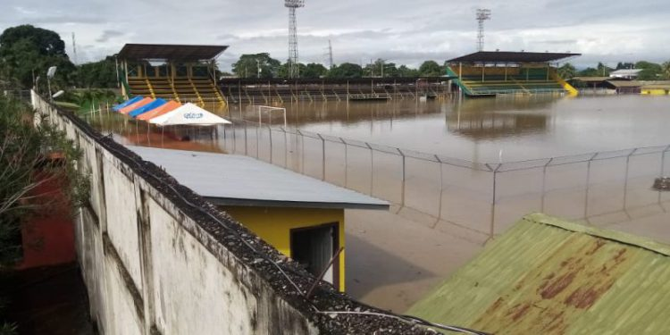 "Eta convierte en ""piscina"" estadio Humberto Micheletti"