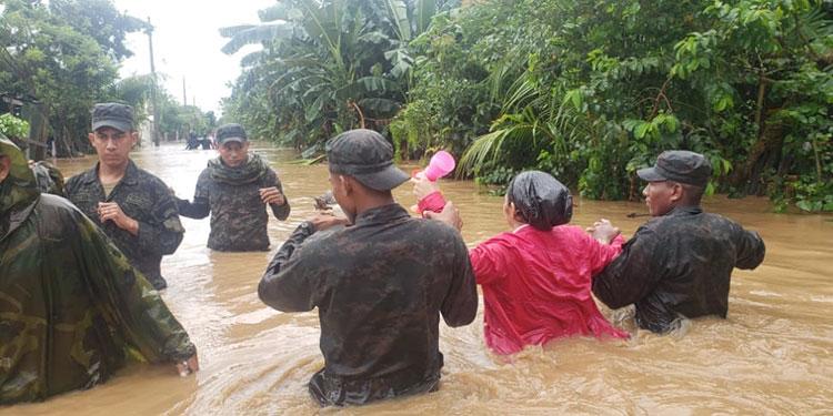 Equipos militares han rescatado a 18 mil 555 habitantes de zonas de riesgo y encontrado 125 cadáveres.
