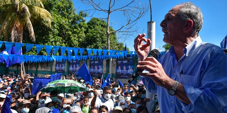 """""""Tito"""" Asfura expresa apoyo a agricultores y ganaderos"""