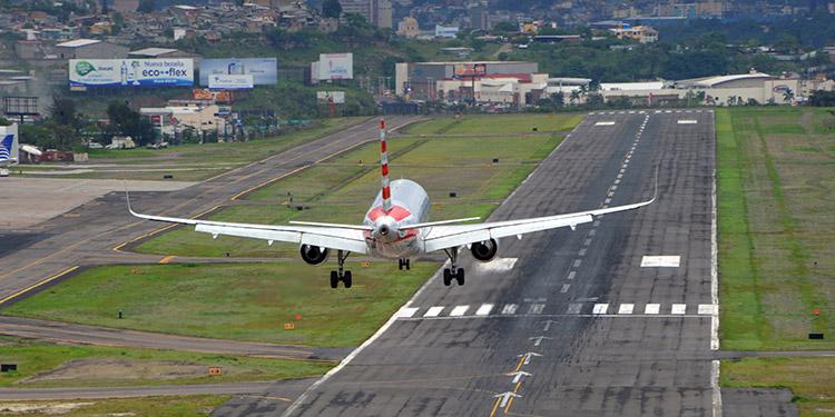 Leo Castellón sugiere a los pasajeros usar el aeropuerto de Toncontín en diciembre