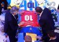 Alberto Fernández despide a Maradona con una camiseta de Argentinos Juniors