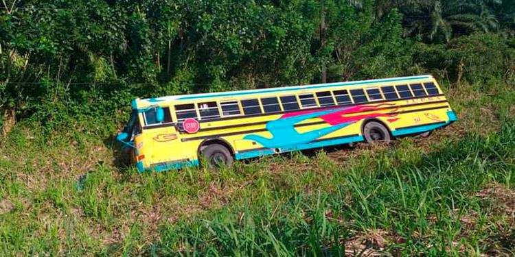 Bus se accidenta en la carretera CA-13