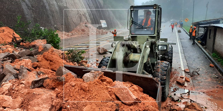 Deslizamientos en principales carreteras del país