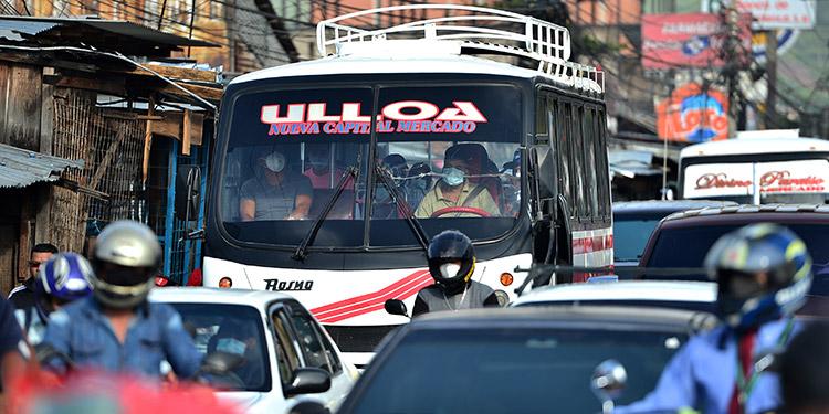 Transportistas y micro empresarios preocupados por alza de precios en los combustibles