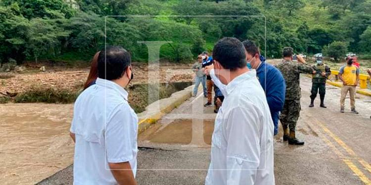 Habilitan paso vehicular en el puente del río Higuito