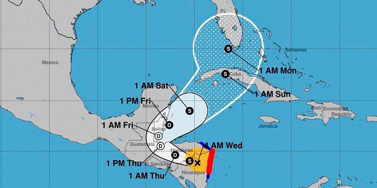 Eta se degrada a tormenta tropical en su paso por Nicaragua