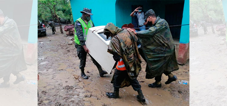 """Comienzan evacuaciones obligatorias en la comunidad de Prieta, Tocoa, Colón ante """"Iota"""""""