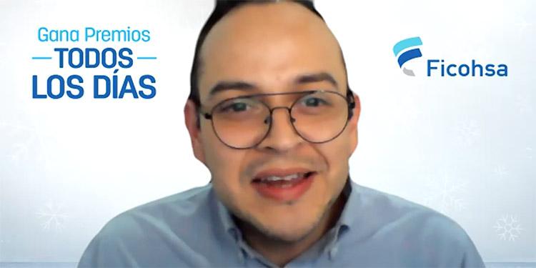 Leonel Rivas, gerente de Mercadeo de Banco Ficohsa, anunció la fabulosa promoción que premiará a 150 clientes de Ficosha.