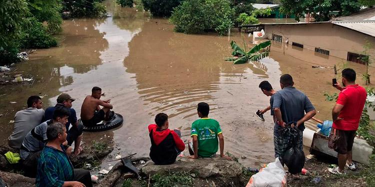 Damnificados por depresión Eta siguen esperando ser rescatados en Honduras