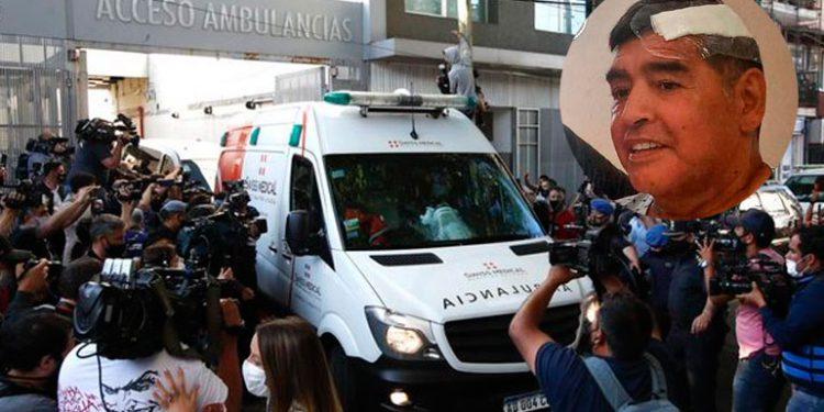 Maradona sale en ambulancia del hospital