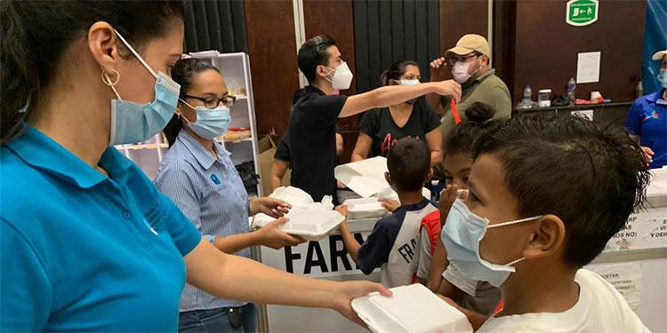 Alrededor de medio millón de lempiras diarios reparten las gremiales de empresarios en comida y otras ayudas a afectados por las inundaciones que dejó Eta en el Valle de Sula.