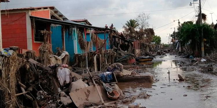 Pueblos devastados luchan por sobrevivir